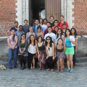 Amerikaanse studenten op bezoek bij Damiaan